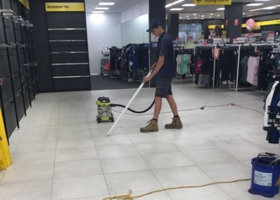 RTL Tradesmen working in a shopping centre