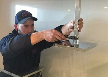 bulimba based plumber fixing leaking pipes inside home